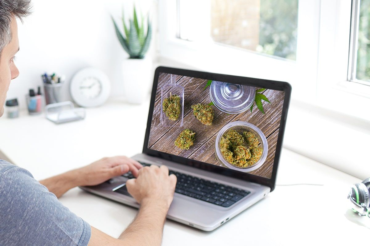 online cannabis order, Marijuana shops overhaul workforces to cope with online orders, curbside-delivery boom during coronavirus pandemic
