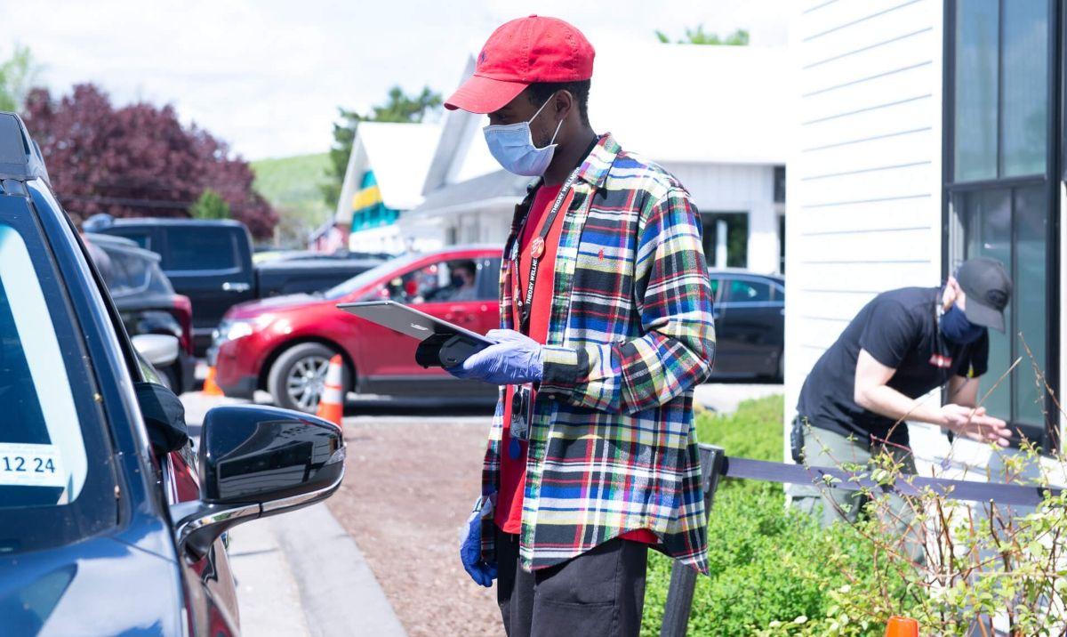 Massachusetts recreational marijuana sales, Massachusetts marijuana stores work out curbside kinks as recreational sales resume